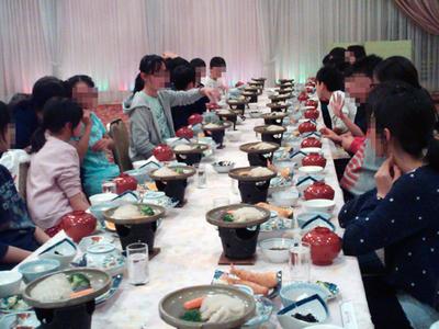 みんなで夕食.jpg